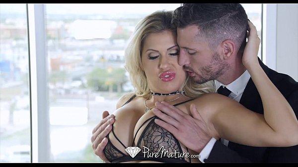 Executivo transou com sua amante sexy