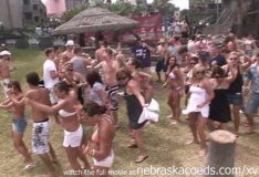 Festejando com seus peitos na vibe