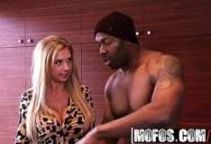 Xvideo – Milfs Like It Black – Brookes Working Pro Boner starring Brooke Tyler