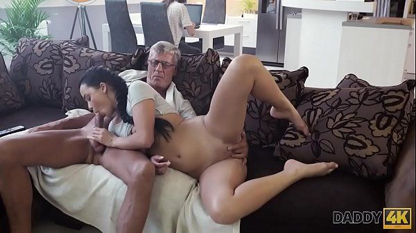 Beautiful ninfetinha fucking with older and naughty man